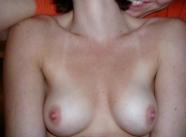 Petits seins ferme - Marion