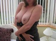 Femme mûre coquine en lingerie