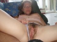 Beau vagin entouré de poils - Amatrice salope