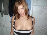 Montre ses petits seins - Couple amateur