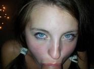 Ex-copine yeux bleus taille une pipe