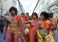 a poils dans la rue - Manifestation nue