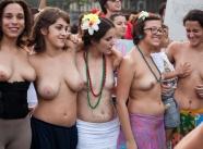 Paires de seins - Manifestation nue