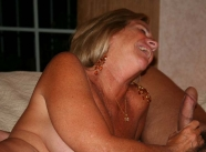 rigole pendant la fellation - Vieille 60 ans