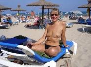 A la plage - Vieille salope blonde