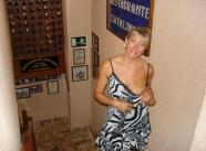En robe légère - Vieille salope blonde