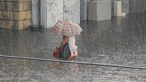 Photo inondation à Caen : femme en string