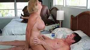 Vieille de 60 ans gros seins amatrice de baise